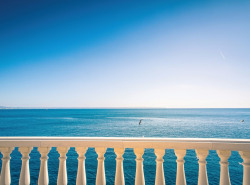Dieses traumhafte 1  Meereslinie Apartment mit atemberaubenden Blick bis auf die Bucht von Palma  befindet sich in top Lage in Illetas