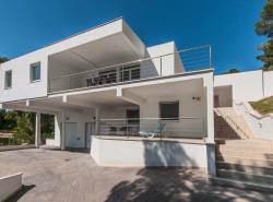 Dieses schone Anwesen befindet sich in bevorzugter Lage des ruhigen und sonnigen Wohngebietes von Costa de los Pinos