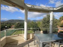 Eine moderne minimalistische Villa mit hervorragendem Blick uber Berge  Dorfer und Palma Bucht  Der Eigentumer  ein Architekt  liebt den schlichten Stil