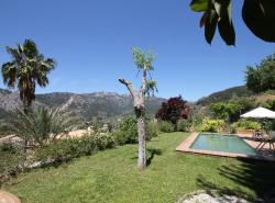 Dieser originelle Finca liegt im schonen Dorf von Bunyola  auf der Ruckseite der Hugel mit den ausergewohnlichsten Ausblicke auf die Berge und das Meer