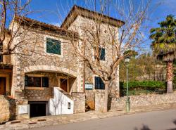 Bei diesem Objekt handelt es sich um ein ruhig gelegenes Reihenendhaus mit privatem Garten und groser Garage in Puigpunyent  ca