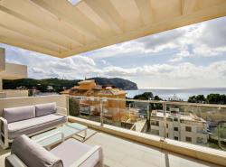 Dieses einzigartige Penthouse in Camp de Mar bietet nicht nur einen traumhaften 360 Grad Blick sowohl auf die Bucht von Camp de Mar als auch auf die Berge und